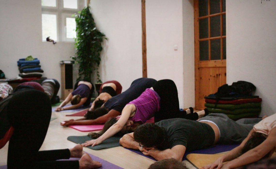 holistic-bodywork-yoga-in-the-morning
